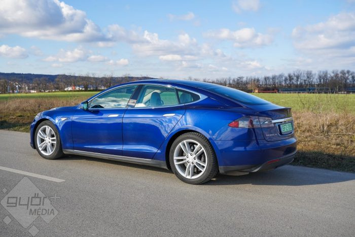 This image has an empty alt attribute; its file name is gf_tesla_model_s_09-700x467.jpg