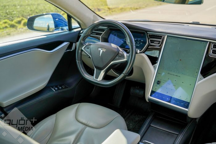 This image has an empty alt attribute; its file name is gf_tesla_model_s_26-700x467.jpg